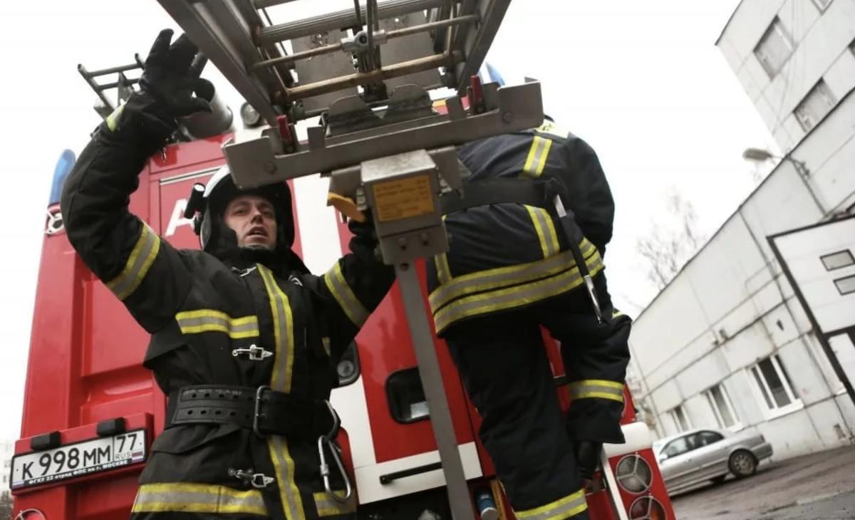 Четырехэтажное здание загорелось в центре Москвы